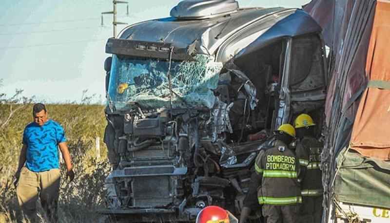 El siniestro vehicular sucedió a 40 kilómetros al norte de Puerto Madryn, camino a Arroyo Verde.