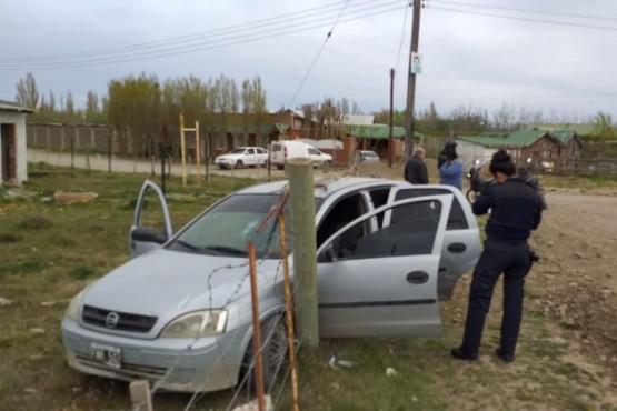El Chevrolet Corsa chocó contra el cerco del terreno (Foto: C.Robledo).