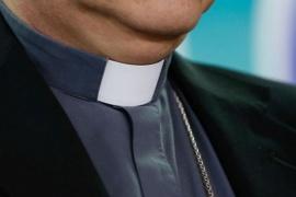 Sacerdote envió por error una foto porno a un grupo de padres