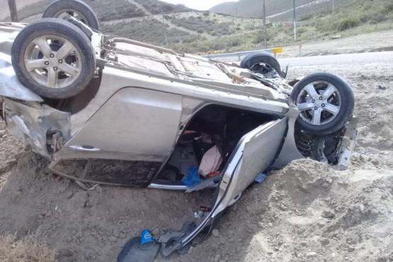 Auto que sufrió el vuelco.