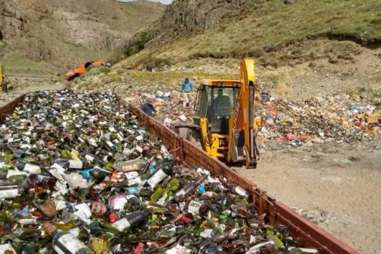 Cargaron un camión con 15 mil kilos de vidrio para reciclar