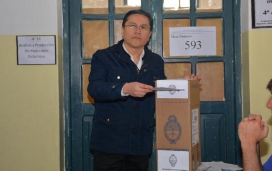 Cruz emitiendo su voto. (C.R)