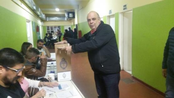 Roberto Giubetich emitió su voto.