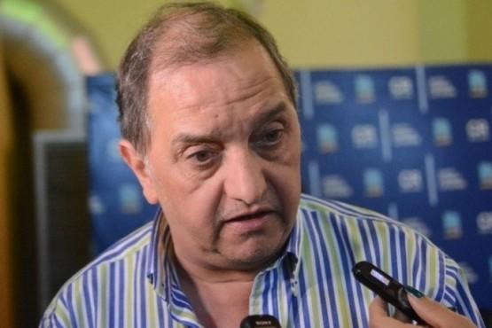 Carlos Linares, Intendente de Comodoro Rivadavia.