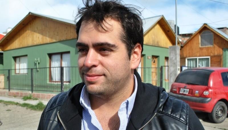 Santi Gómez tras votar (Foto: Juan C. Cattaneo).
