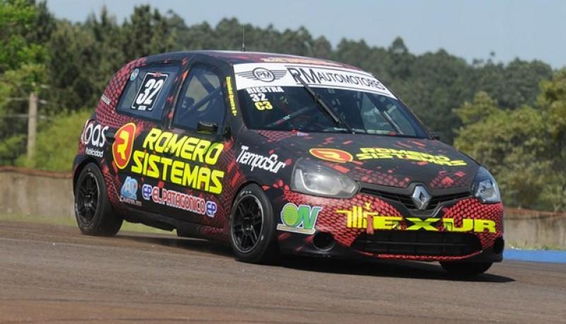 El Clio rojinegro.