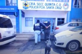 En allanamiento secuestran un arma de fuego, droga y dos camionetas