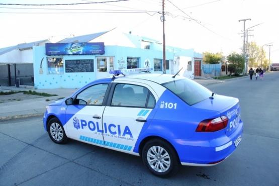 Policía en el lugar del choque.