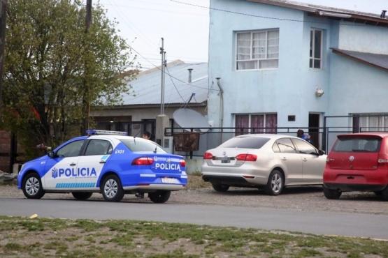 La policía trabajó en la casa donde fue encontrada la mujer. (Foto: C.G.)