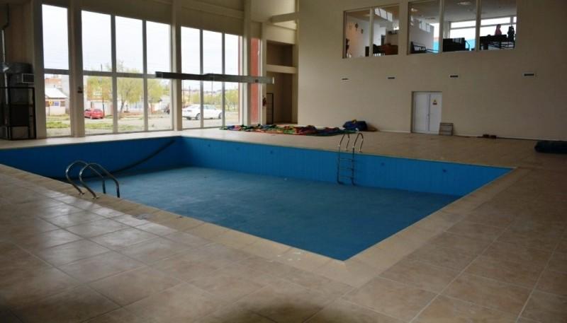 Así se encuentra el interior del natatorio (Foto compartida por Pablo Grasso en su Facebook).