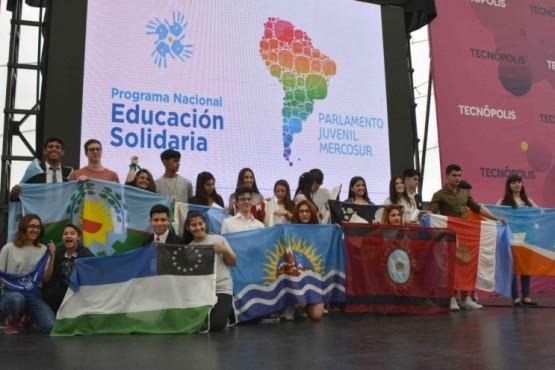 Jóvenes en el parlamento juvenil del MERCOSUR.