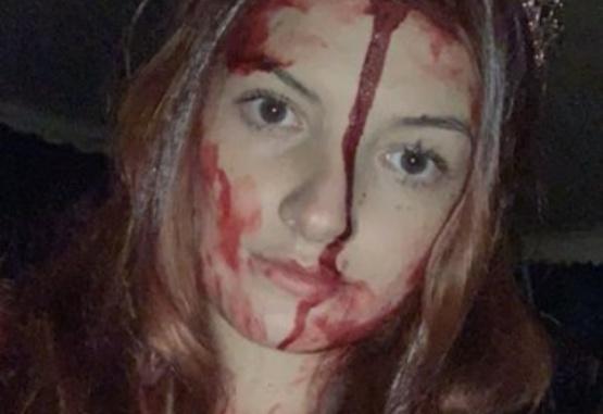 Chocó con su auto y por su disfraz de Halloween pensaron que estaba muerta