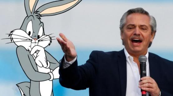 Fernández y el personaje animado.