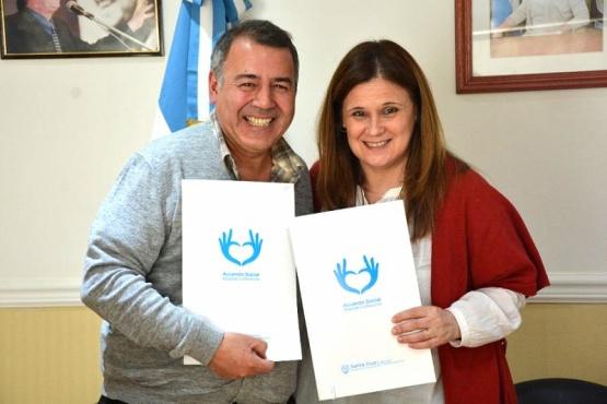 El Gobierno y el Hispano firmaron un convenio por una vejez activa.