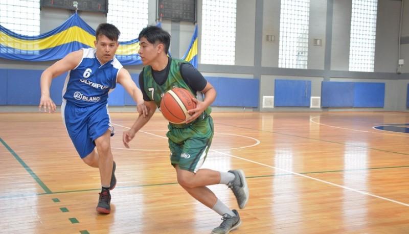 Acción en la liga de basquet riogalleguense.