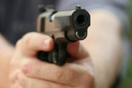 Policía baleó a dos personas para evitar una usurpación