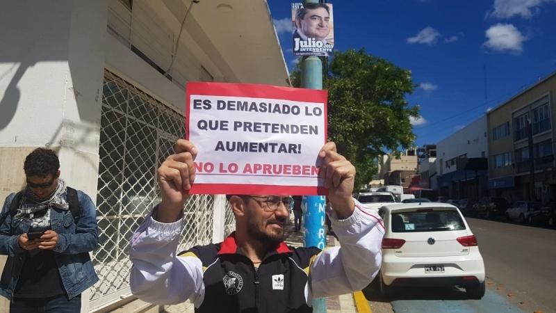 Los trabajadores pegaron carteles en las inmediaciones del HCD.