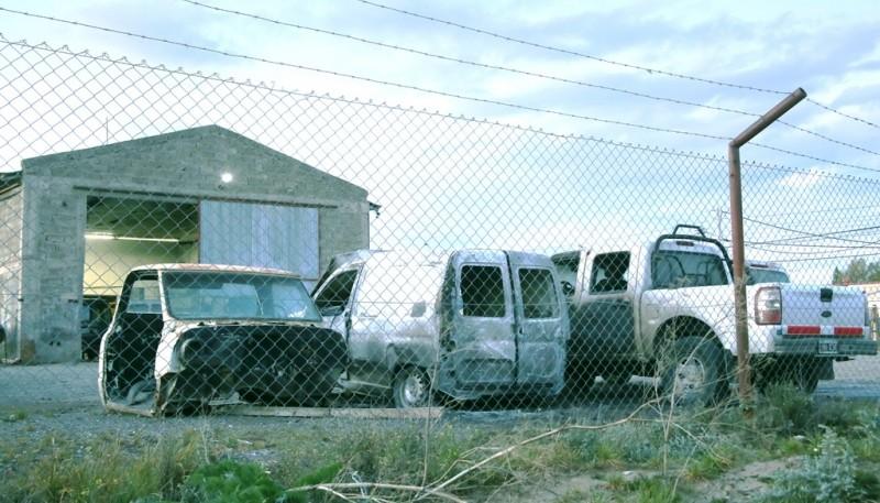 Los rodados terminaron con importantes daños. (Foto: C.G.)
