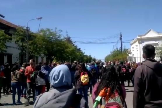 Gases lacrimógenos y detención de dirigente en la marcha docente