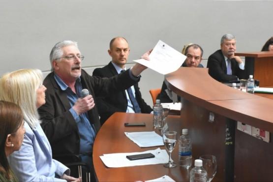 Diputados se centraron en el conflicto docente.