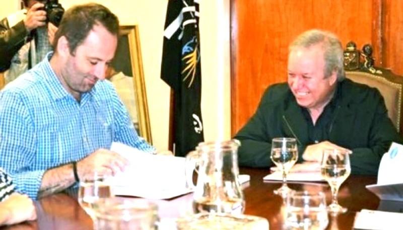 Firma del convenio (foto archivo).