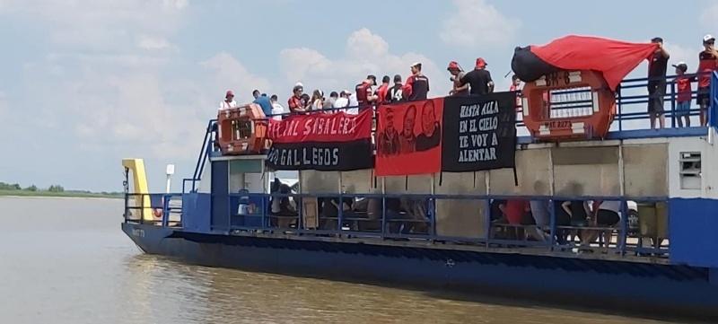 La bandera de la filial local en Paraguay (Fotos: Marcelo Cena)