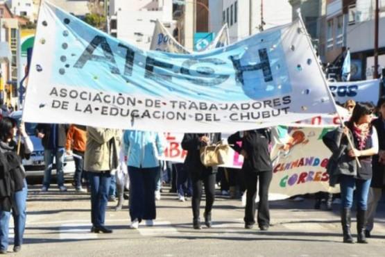 El jueves los gremios docentes de Chubut deberán confirmar si aceptan o no el acuerdo
