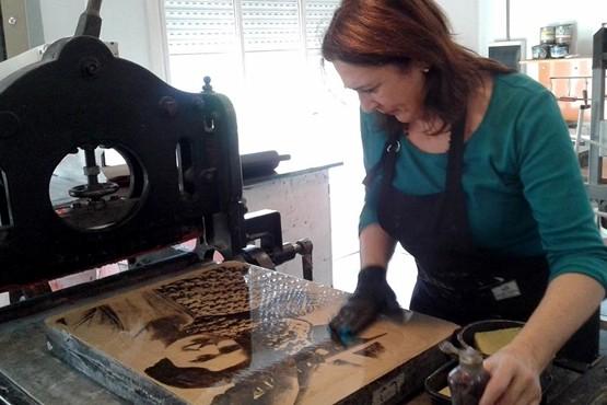 Lucía y su pasión por el grabado.