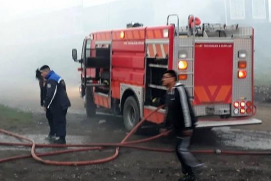 Los bomberos asistieron la vivienda.