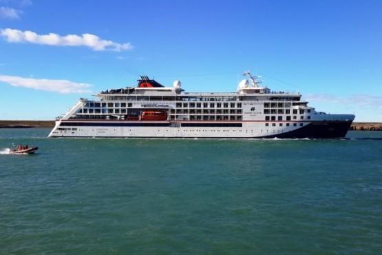 El crucero partió hacia Islas Malvinas y luego arribará a Ushuaía.