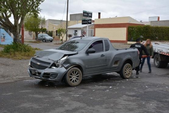 Daños en la parte frontal en el Chevrolet (Foto C.R.)