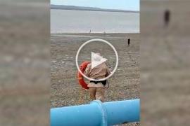 Prefectura evitó que un joven se meta al agua en la ría