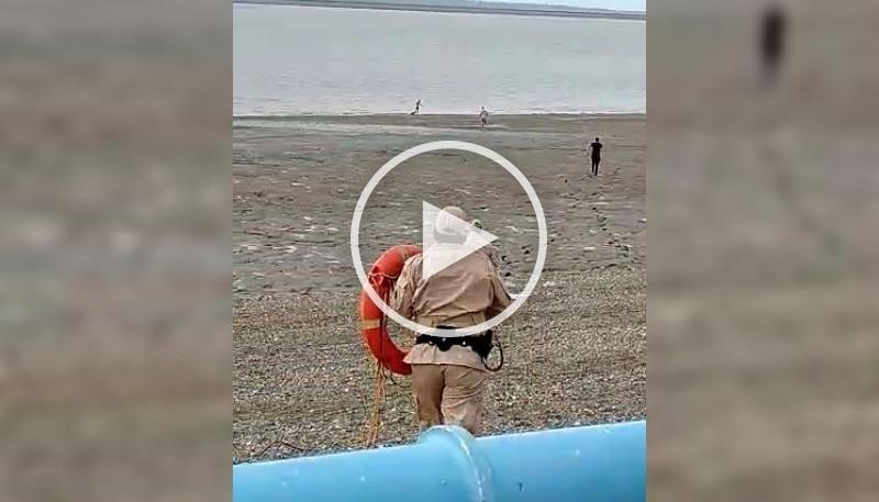 Personal de Prefectura en el lugar (Captura de video).