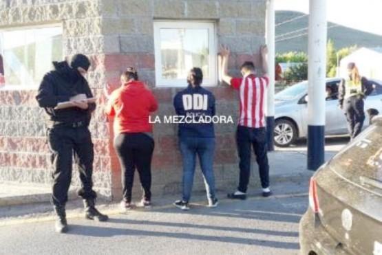 Los ocupantes del rodado fueron demorados. (Foto: Sergio Cusenza)