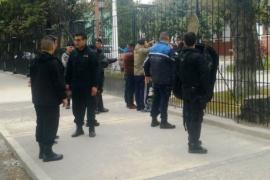 Intentaron encadenarse en la puerta de Casa de Gobierno