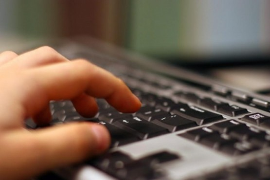 Prevenir el acoso a través de las redes y chats a niños.