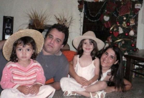 La familia Pomar estaba integrada por el matrimonio y sus dos pequeñas hijas.