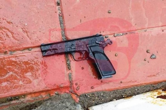 El arma encontrada por el vecino (Foto C.Robledo)