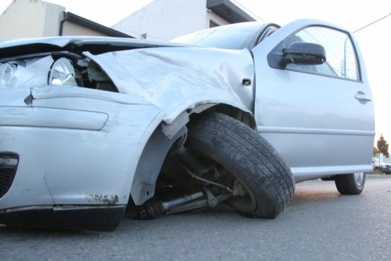 El Bora, tras el impacto, quedó con la rueda izquierda delantera metida. (Foto: C.G.)
