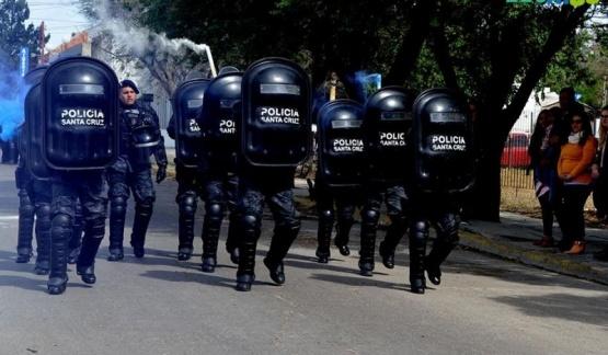 En Caleta Olivia la Policía también desfiló por su aniversario