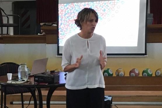 Disertación a cargo de Florencia Vrljicak.