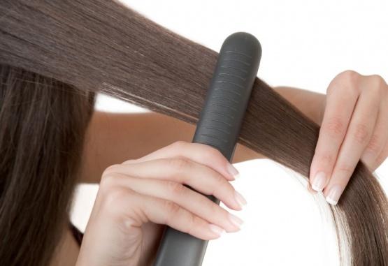 Imagen ilustrativa. La joven se planchaba el pelo en el momento en que recibió una descarga eléctrica.