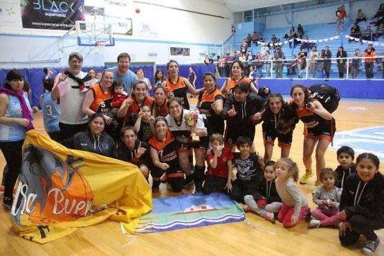 Piedra Buena es campeón de Maxi Femeninos. (C.G)
