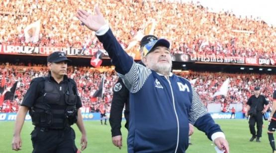 Maradona comenzó la despedida.
