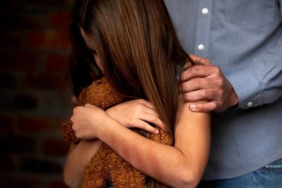 El sujeto habría abusado de las niñas cuando ellas tenían 10 y 12 años (Foto ilustrativa).)