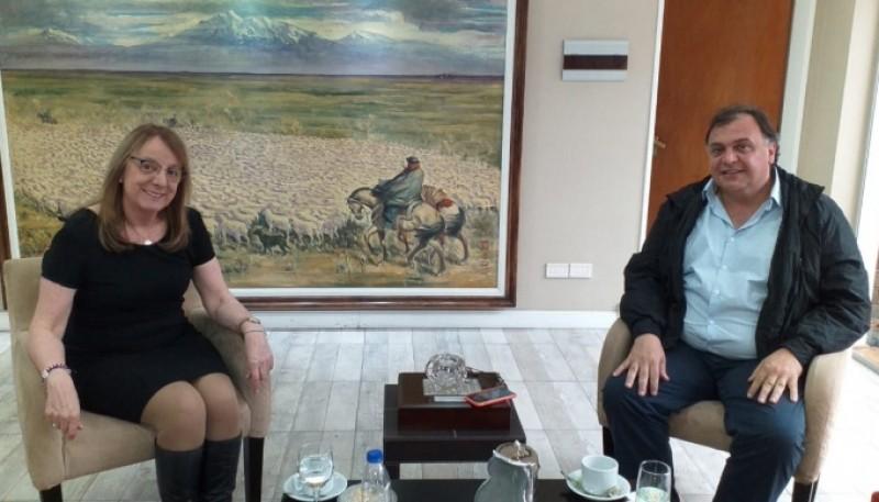 La gobernadora Alicia Kirchner junto al intendente de El Calafate, Javier Belloni.