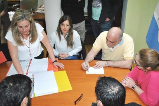 Apertura de sobres para la Segunda Etapa de la Cuenca Sarmiento (J.C.C)