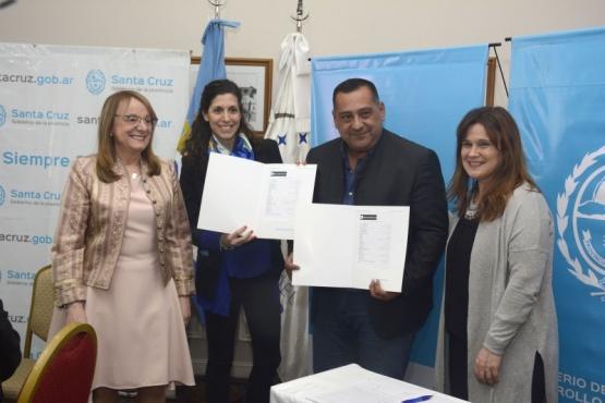 Gobierno firmó nuevos convenios con municipios.