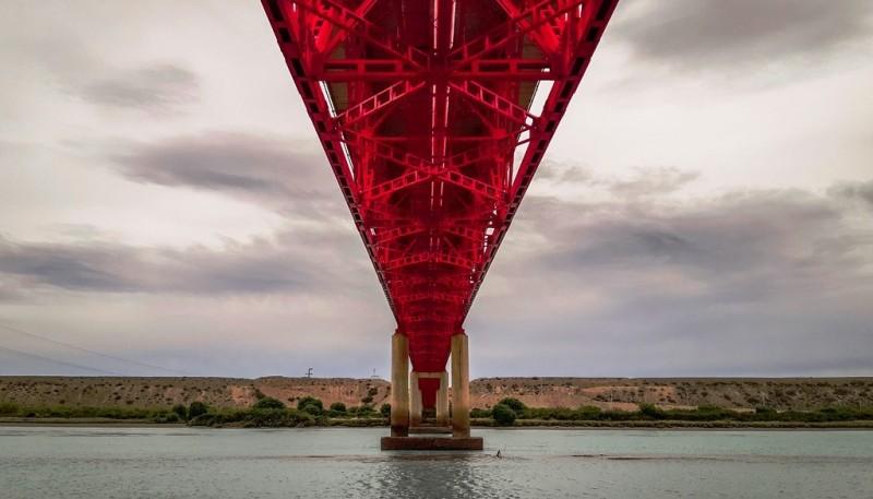 Puente sobre el río Santa Cruz.