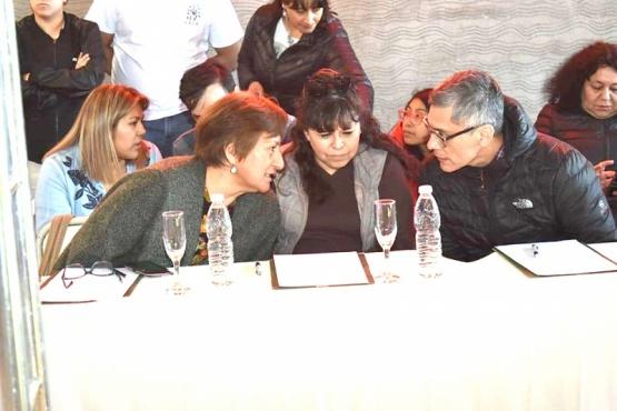 En el medio, Paola Costa quien fue electa concejal por Construyamos Juntos.